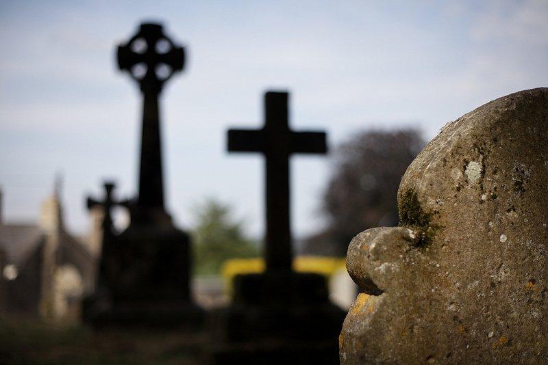 Картинки по запросу пограбували на кладовищі