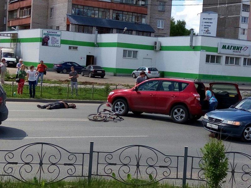 ВИванове наКуконковых 58-летняя автоледи на«Ниссане» сбила 2-х мужчин