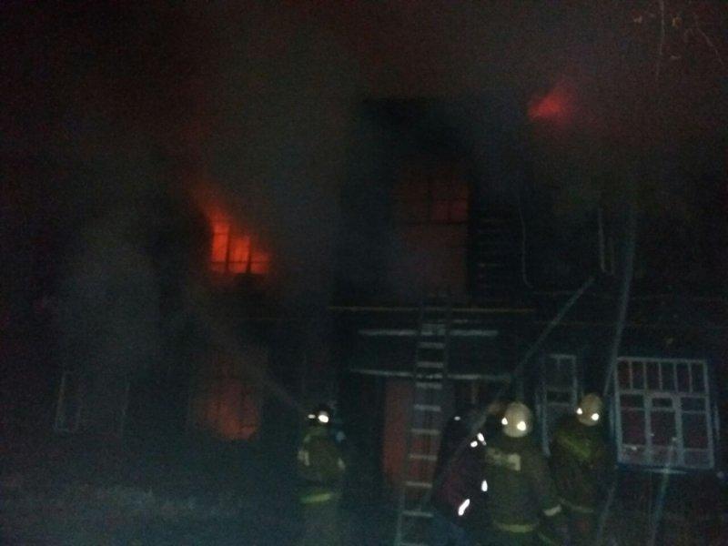 ВНаволоках вмногоквартирном доме случилось возгорание